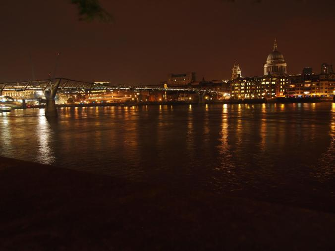 Night along the Thames